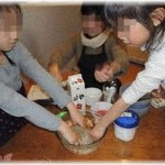 【修羅場】私は小学生の頃から、両親が共働きの従姉妹の家に毎日遊びに行って、ご飯を作ったり、ゲームをして遊んでた。従姉妹には双子の妹がいたんだけど、ある日その片方が亡くなった……