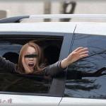 【キチガイ】駅に父を迎えに行ったら、いきなり見知らぬ女が助手席に乗ってきた。俺「え?あの・・・」女「あんた誰!私を車に閉じ込めてどうするつもり?!」