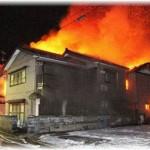 【クズ】隣の家が火事になり、貴重品などを持って脱出することに。俺は父の腕を引いて脱出したが、なんと嫁は双子の一歳児のみを抱えて母を救出していなかった。