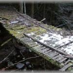 【閲覧注意!ブラックすぎる話】ローカル線がよく見える絶景ポイントに押し寄せるマナーの悪い撮り鉄集団。堪忍袋の緒が切れた地元民は、絶景ポイントに繋がる橋を撤去した → 衝撃の結末