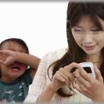 【ダ妊婦】ファミレスで隣に座った妊婦と男の子。息子が話しかけてもシカトして携帯カチカチしてたのに、私の彼氏が来たとたん猫なで声で「○○君おいで~ママのお腹の赤ちゃん動いたよ♪」