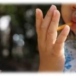 【イライラする話】子供がご飯を食べないので叱るとダンナが子供を甘やかす。そもそもご飯を食べないのだってあんたが食事前にお菓子とかジュースとかあげまくってるからでしょ?