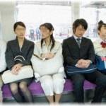 【図々しい話】通勤電車で座っていると、勤務先のスーパーの常連客に声をかけられた。